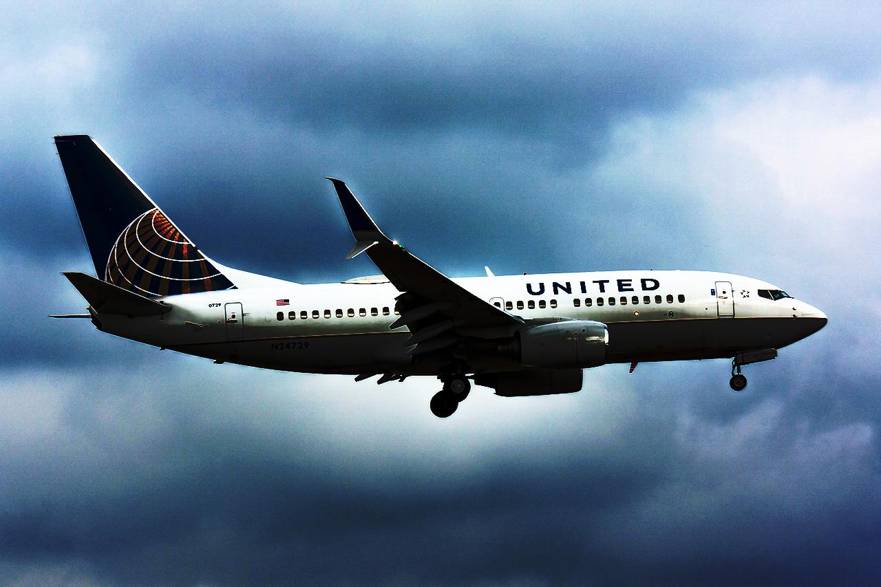 Click image for larger version.  Name:United 737-700 N24729 JPedit.jpg Views:29 Size:1,019.7 KB ID:11812
