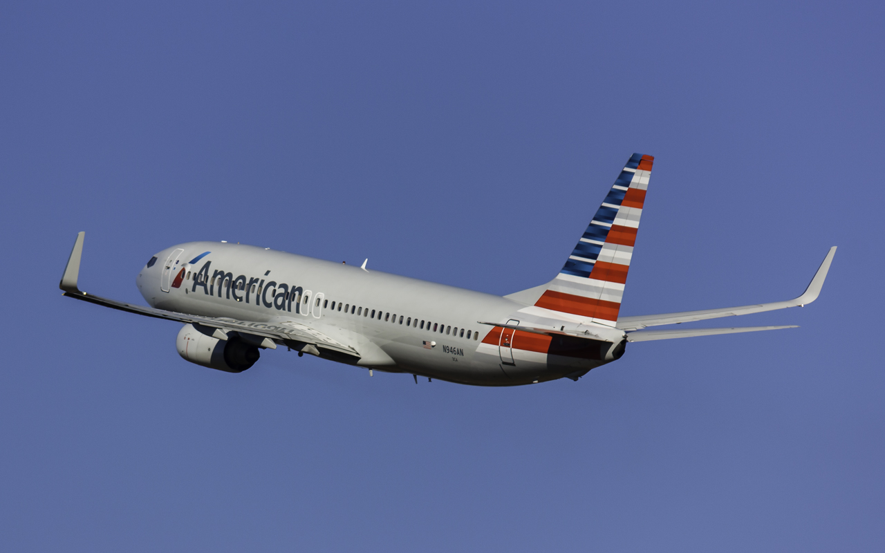 Click image for larger version.  Name:American 737-800 N946AN.jpg Views:23 Size:346.4 KB ID:12641