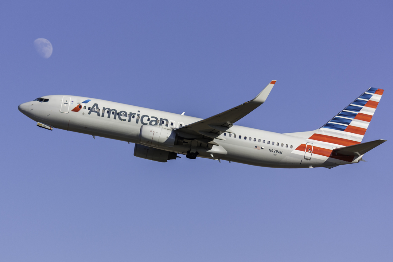 Click image for larger version.  Name:American 737-800 N929AN.jpg Views:22 Size:368.0 KB ID:12806