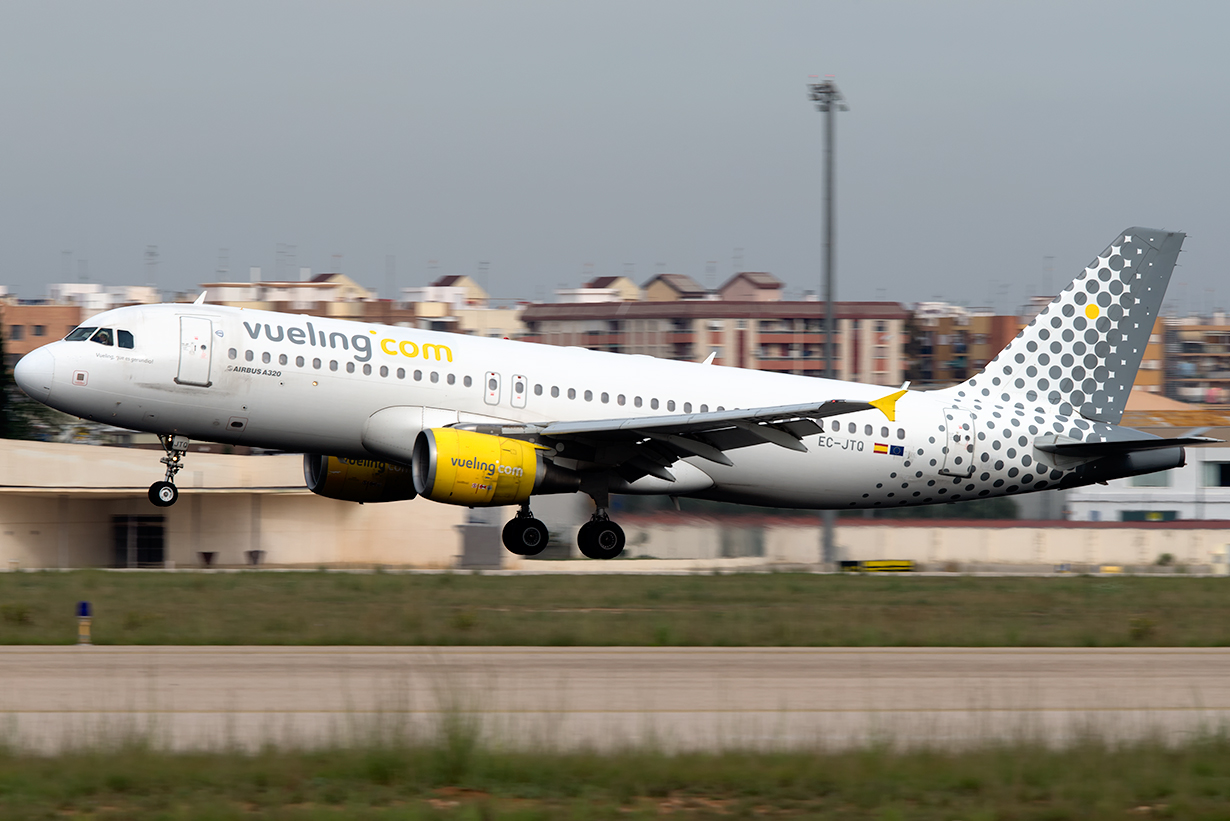 Click image for larger version.  Name:EC-JTQ_A320_Vueling_E1.jpg Views:21 Size:464.9 KB ID:19594