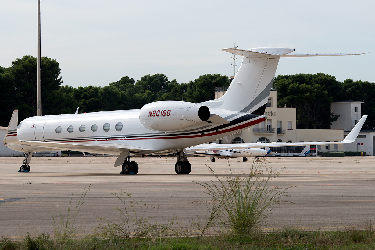 Click image for larger version.  Name:N901SG_Gulfstream_private.jpg Views:12 Size:685.2 KB ID:19598