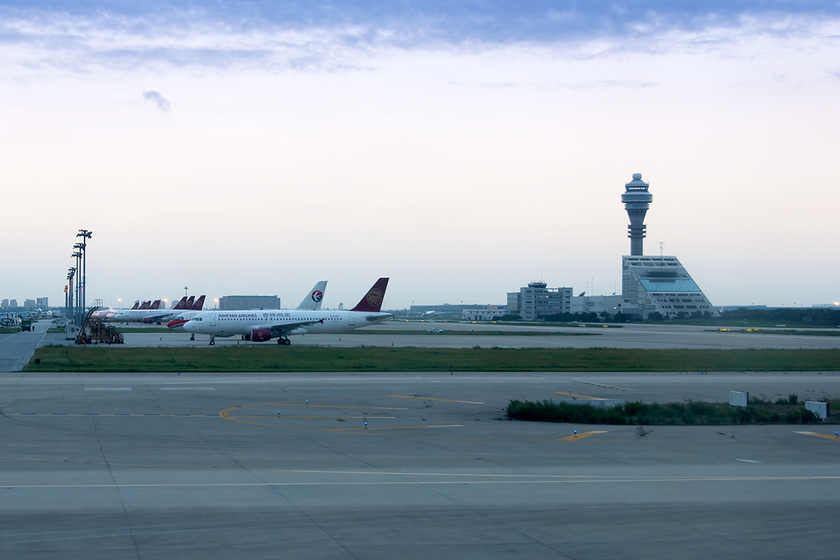 Click image for larger version.  Name:1200 Pudong Tarmac DSC_7953.jpg Views:37 Size:417.8 KB ID:21465