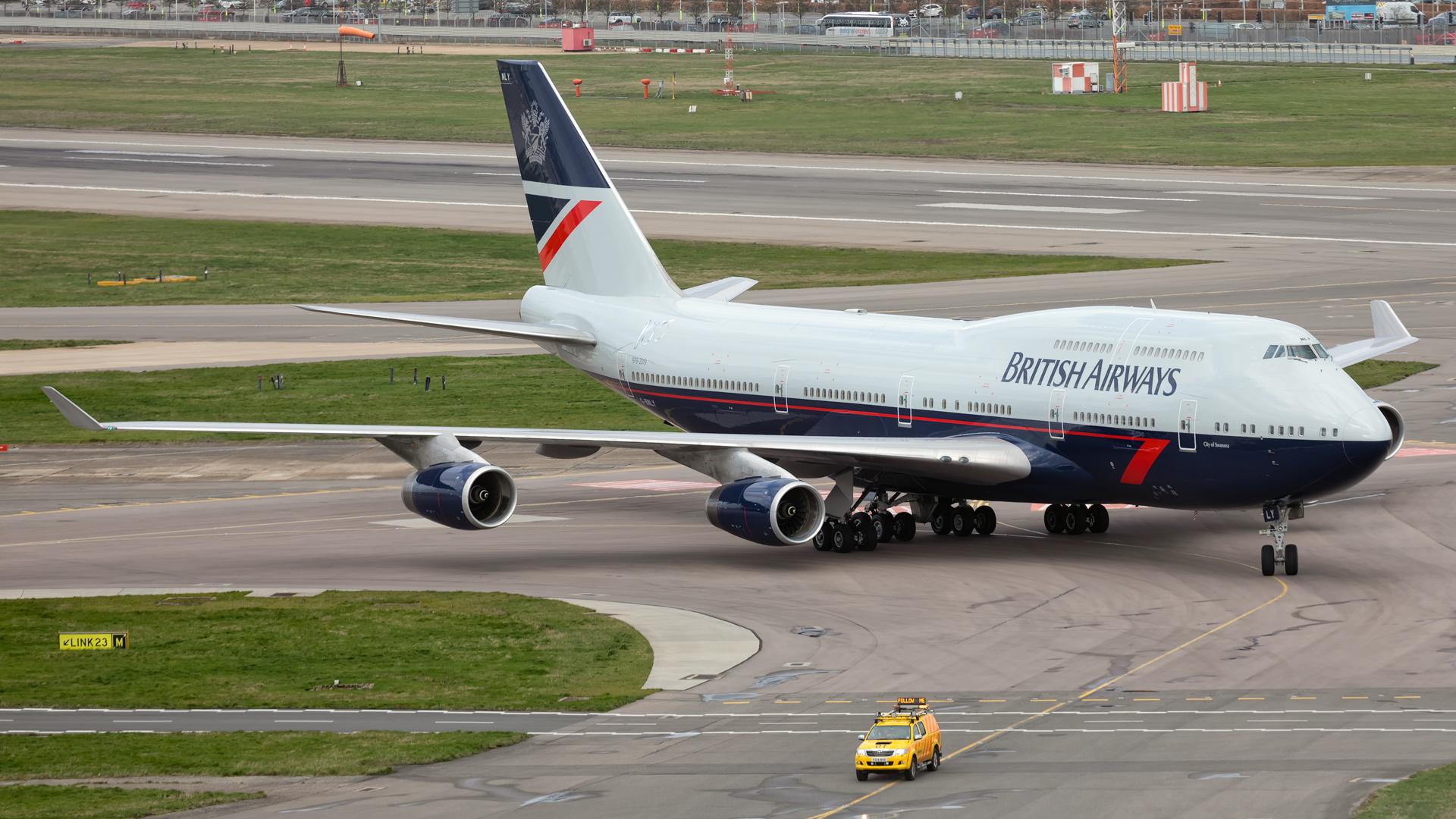 Click image for larger version.  Name:BA-744-Landor-taxiing-2-web.jpg Views:15 Size:1.28 MB ID:22476