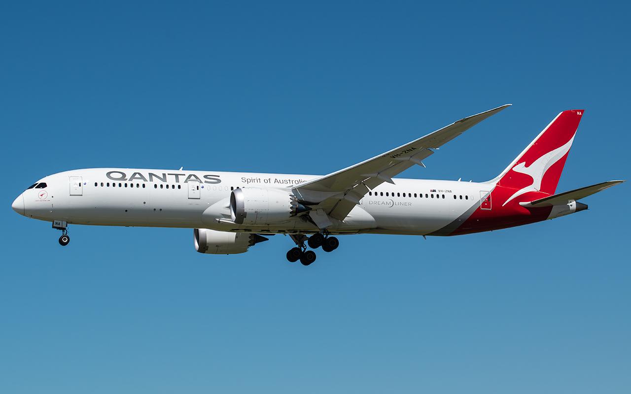 Click image for larger version.  Name:Qantas dreamliner VH-ZNA JP.jpg Views:17 Size:319.0 KB ID:22674