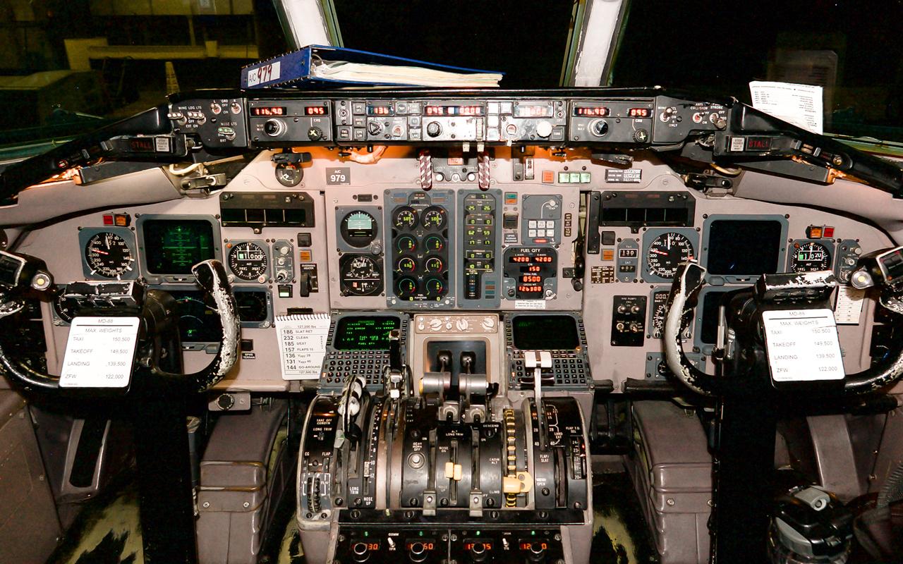 Click image for larger version.  Name:N979DL_Cockpit.jpg Views:24 Size:1.22 MB ID:22746