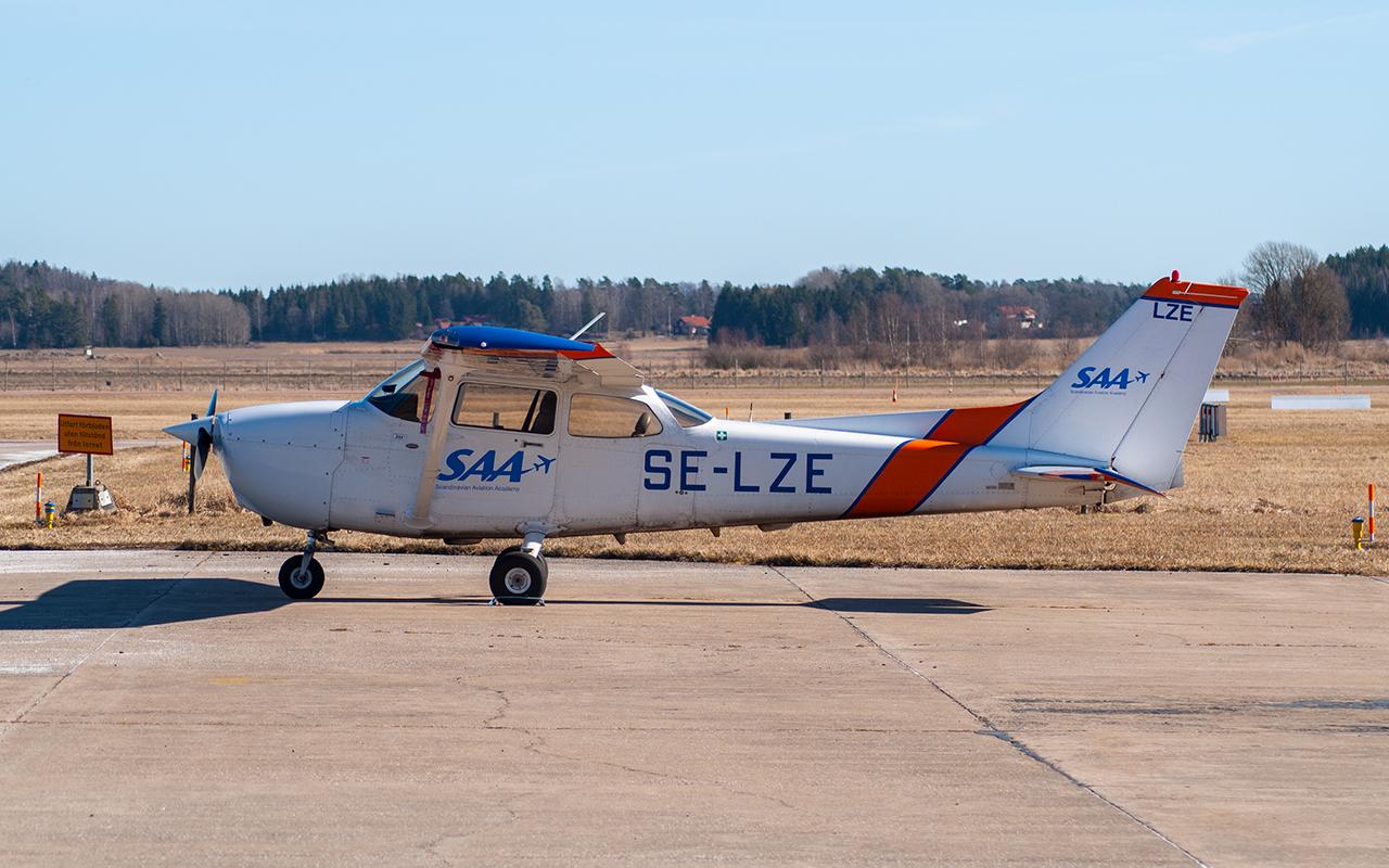 Click image for larger version.  Name:SE-LZE1 JetPhotos.jpg Views:14 Size:774.1 KB ID:22836