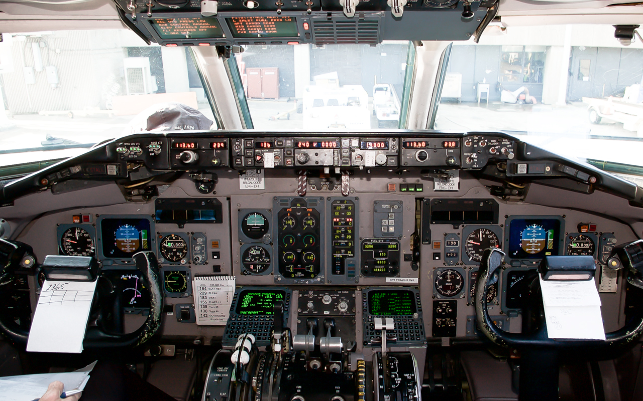 Click image for larger version.  Name:N926DH_Cockpit.jpg Views:11 Size:942.2 KB ID:22890