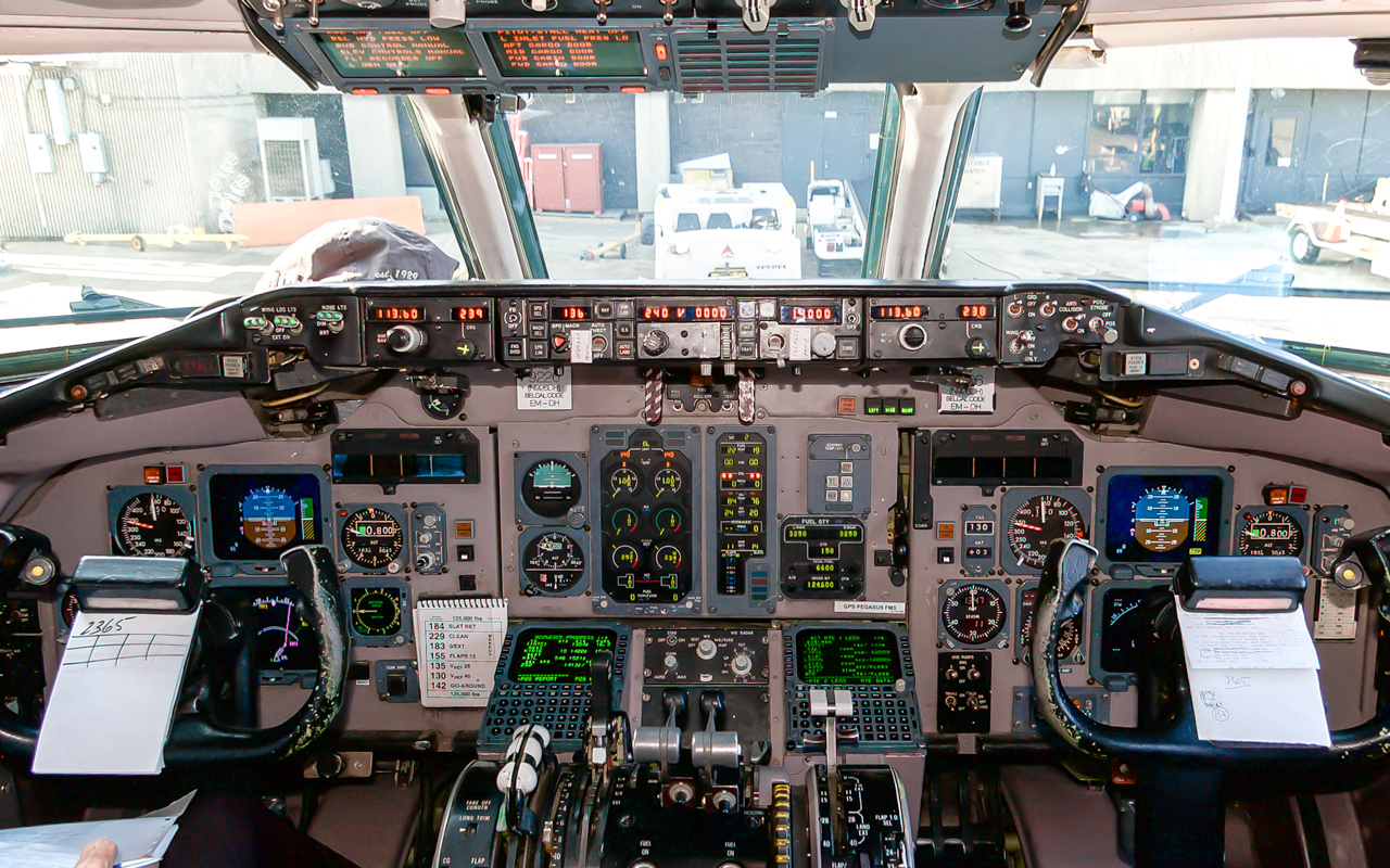 Click image for larger version.  Name:N926DH_Cockpit.jpg Views:20 Size:1.15 MB ID:22898