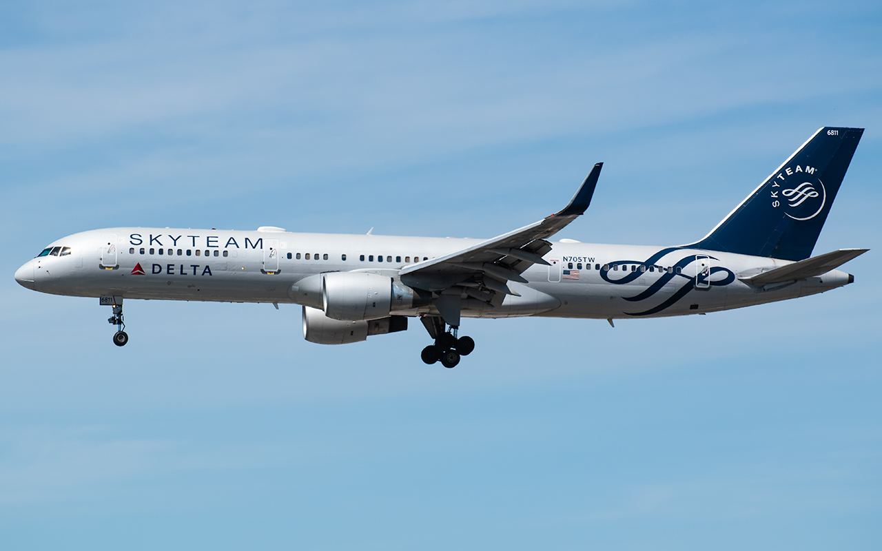 Click image for larger version.  Name:Delta SkyTeam 757 N705TW JP 2.jpg Views:15 Size:335.3 KB ID:23065