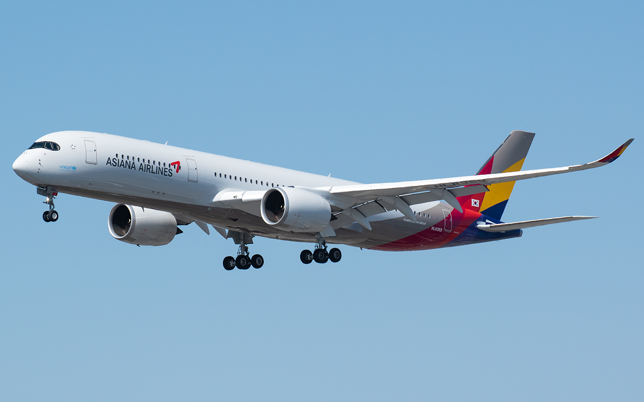 Click image for larger version.  Name:Asiana A350 HL8359 JP.jpg Views:15 Size:361.1 KB ID:23741