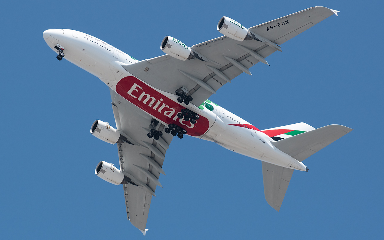 Click image for larger version.  Name:Emirates A380 green dots A6-EON go around JP.jpg Views:14 Size:406.4 KB ID:23905