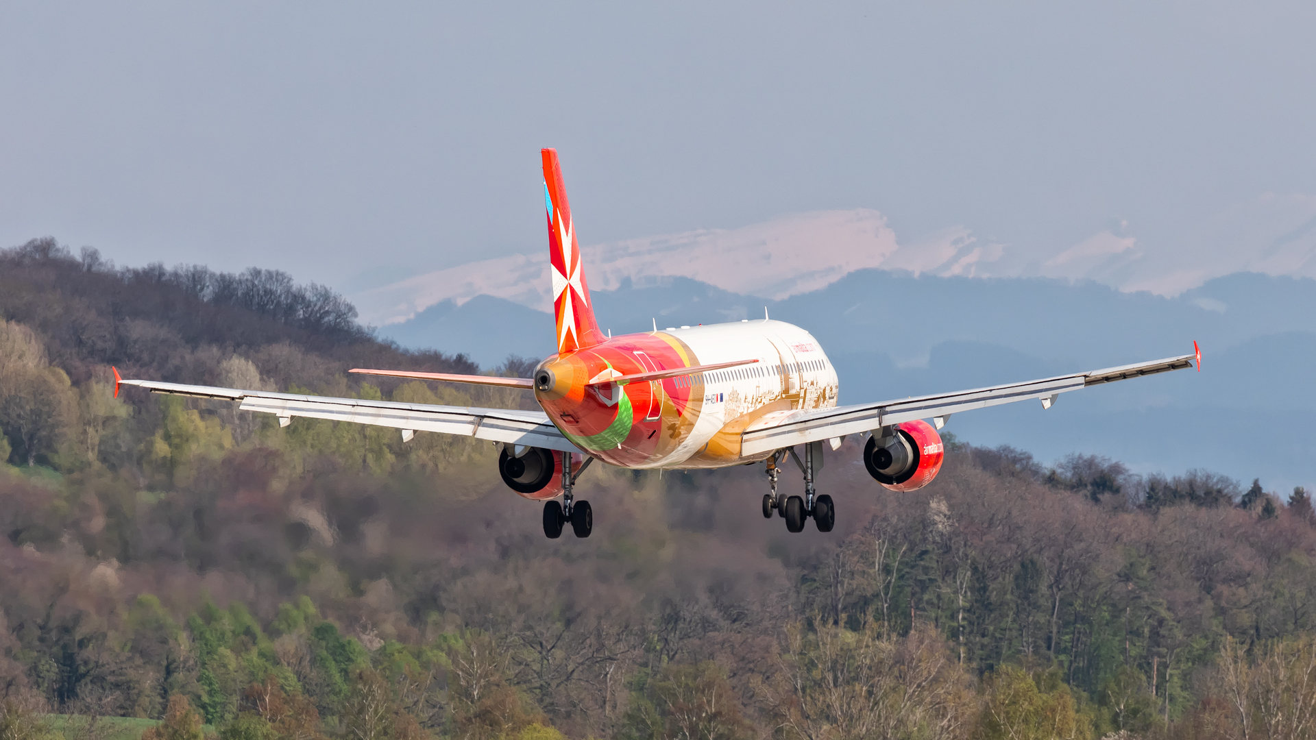 Click image for larger version.  Name:KM-A320-alps-land-web.jpg Views:12 Size:1.08 MB ID:24306