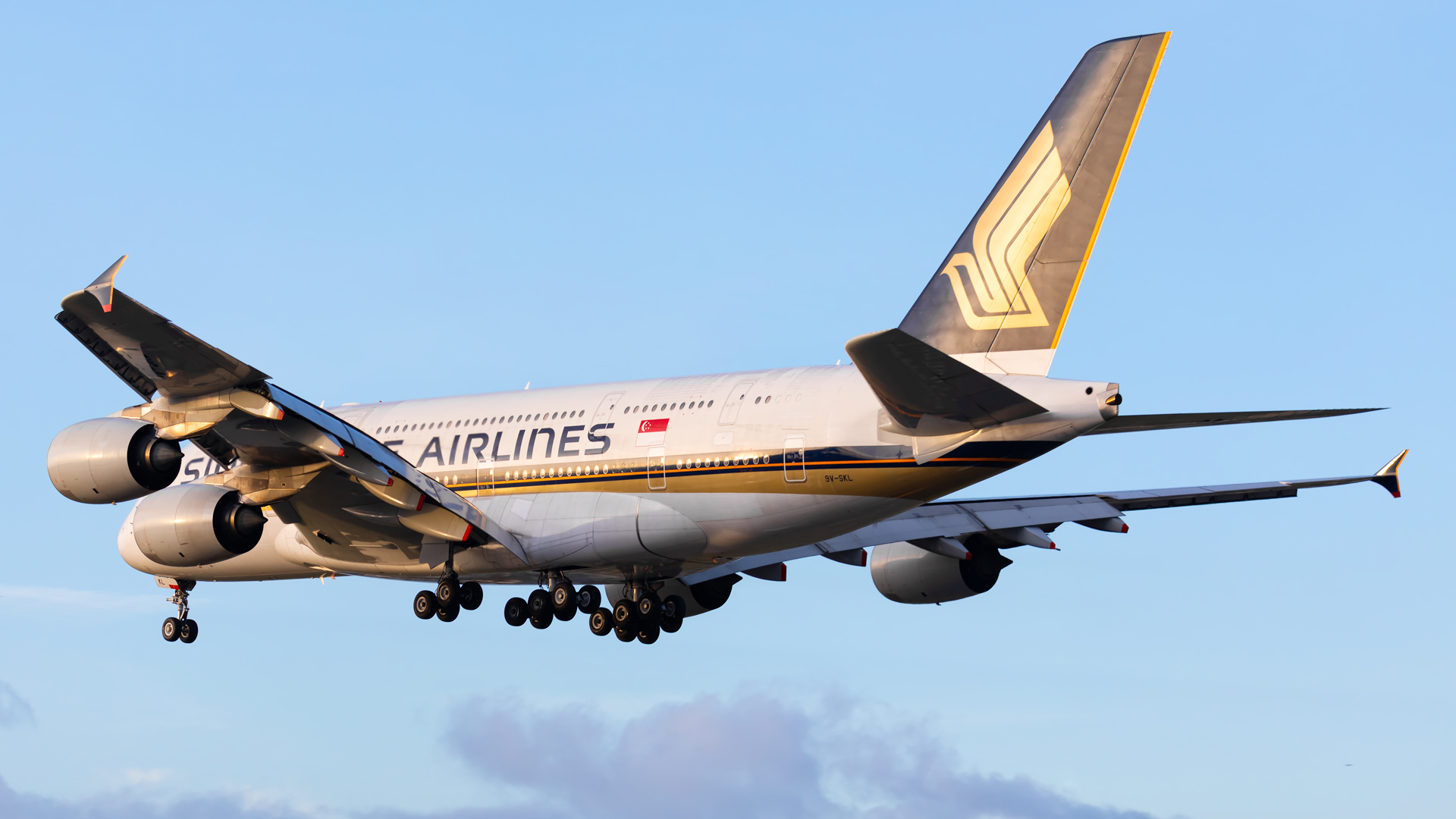 Click image for larger version.  Name:SIA-A380-land-copy.jpg Views:19 Size:586.0 KB ID:24583
