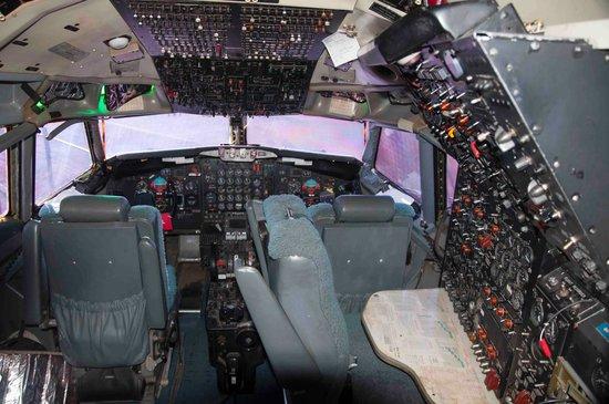 Click image for larger version.  Name:707-cockpit.jpg Views:31 Size:57.8 KB ID:25148