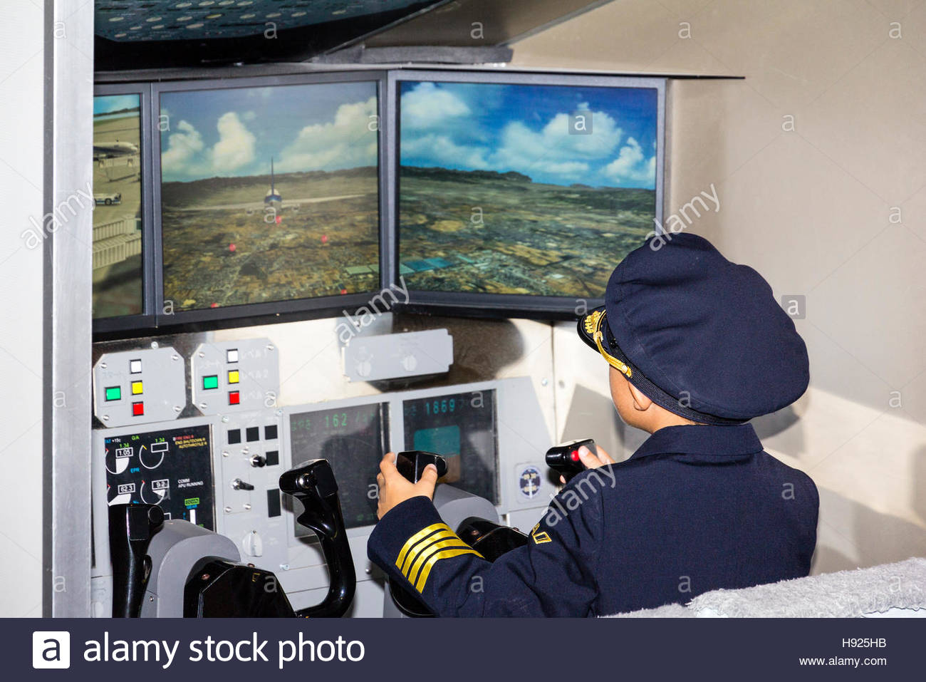 Click image for larger version.  Name:japan-nishinomiya-kidzania-ana-flight-simulators-with-boy-child-in-H925HB.jpg Views:44 Size:151.8 KB ID:25492