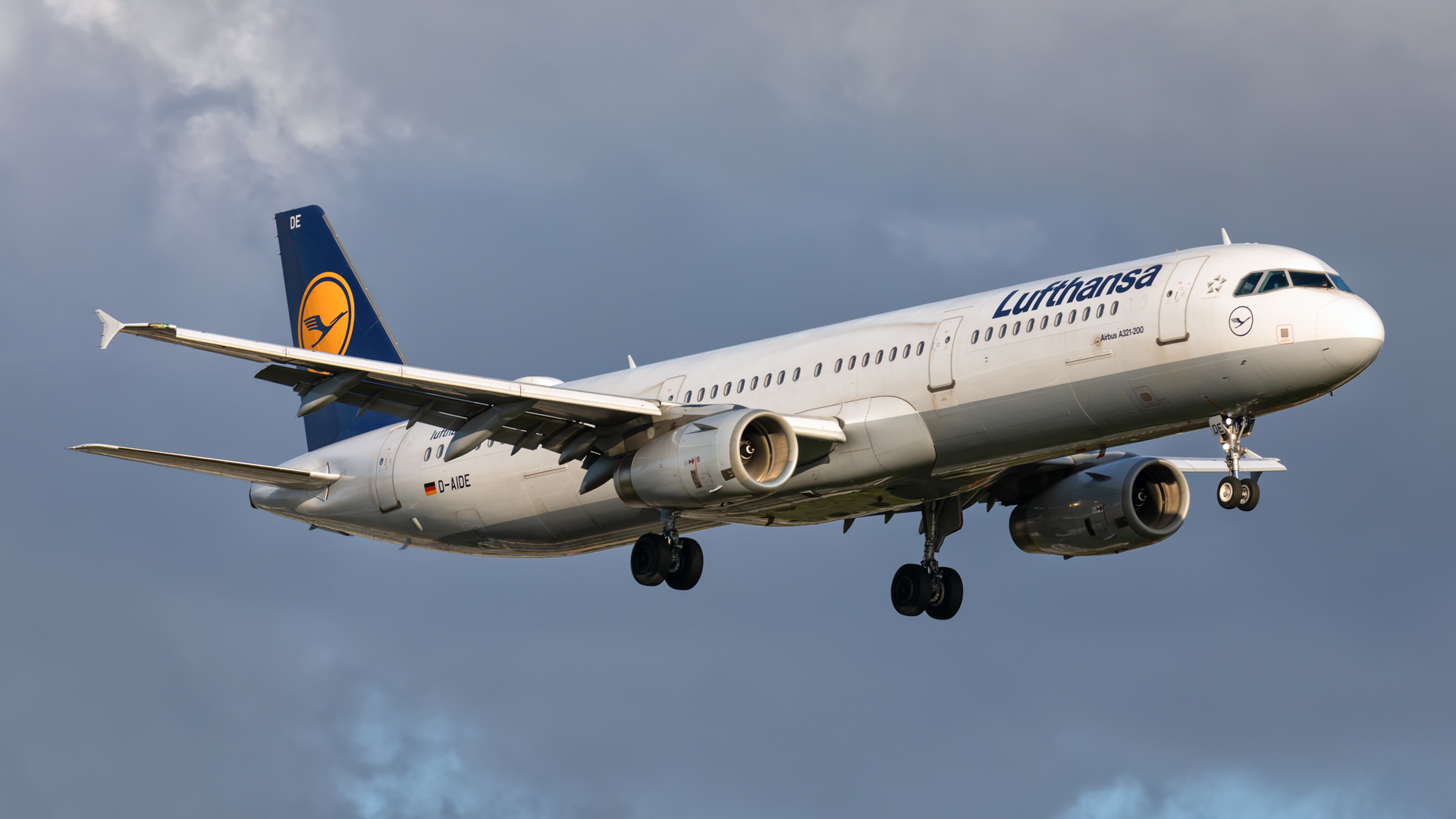 Click image for larger version.  Name:LH-A321-cloudy-sunset-web.jpg Views:12 Size:595.8 KB ID:26127