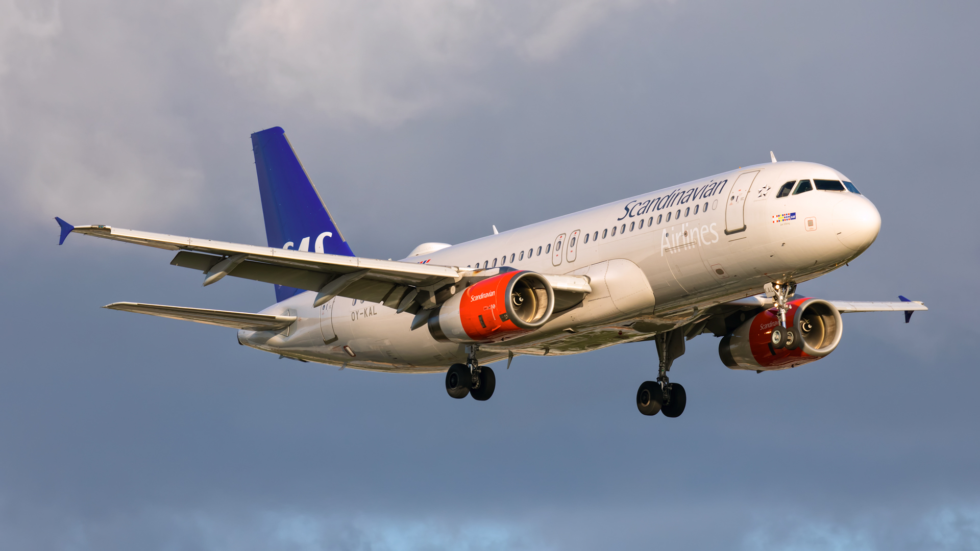 Click image for larger version.  Name:SK-A320-sunset-web.jpg Views:10 Size:609.6 KB ID:26311
