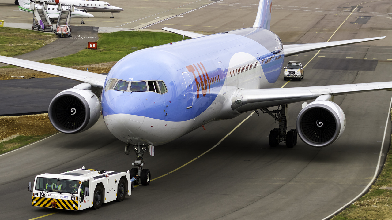 Click image for larger version.  Name:TUI boeing 767-300 REG- G-OBYG  2.jpg Views:31 Size:629.3 KB ID:26524