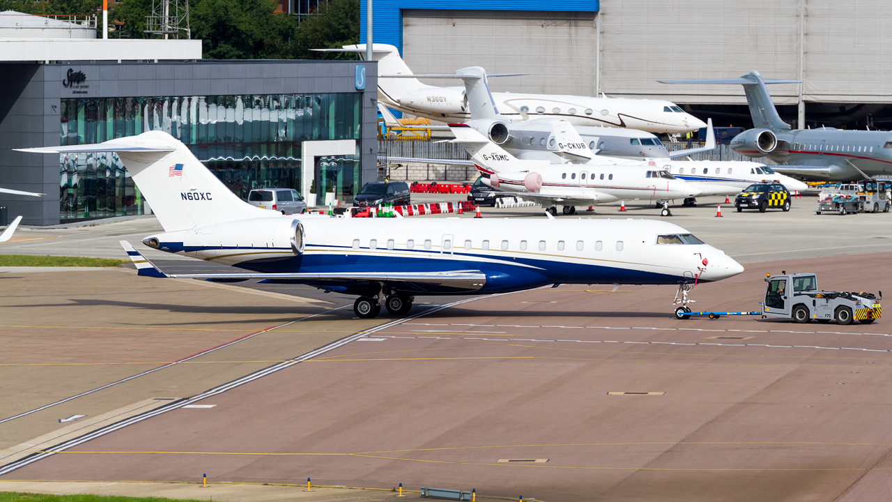 Click image for larger version.  Name:private owner bombardier global 6000 REG- N60XC  2.jpg Views:22 Size:716.4 KB ID:26574