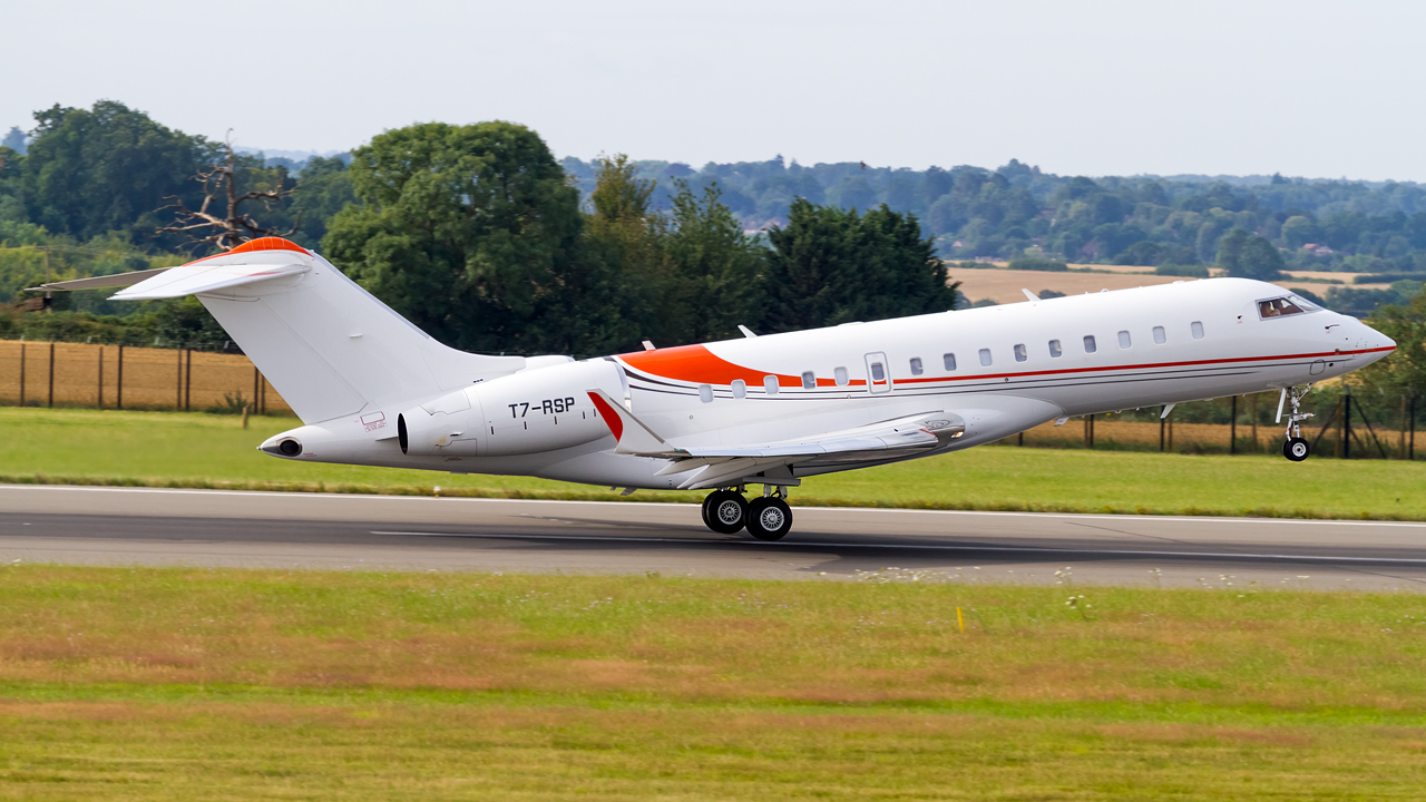 Click image for larger version.  Name:private owner bombardier global 6000 REG- T7-RSP  2.jpg Views:25 Size:594.7 KB ID:26621