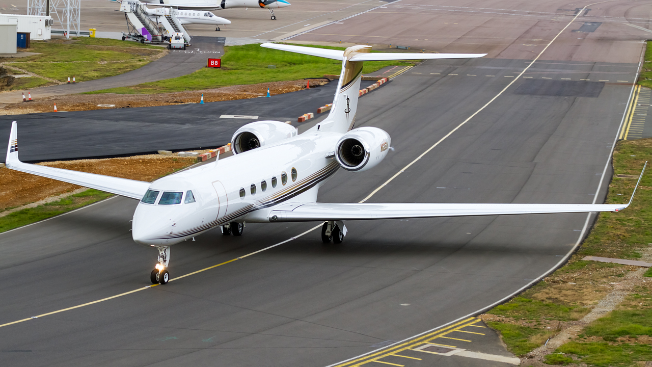 Click image for larger version.  Name:private owner gulfstream G-V REG- N625GN.jpg Views:22 Size:666.2 KB ID:26623