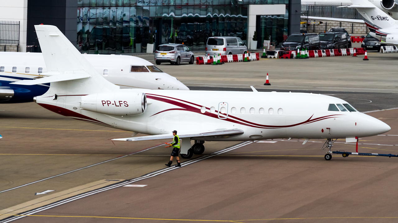 Click image for larger version.  Name:private owner dassault falcon 2000 REG- PP-LFS.jpg Views:25 Size:638.4 KB ID:26624