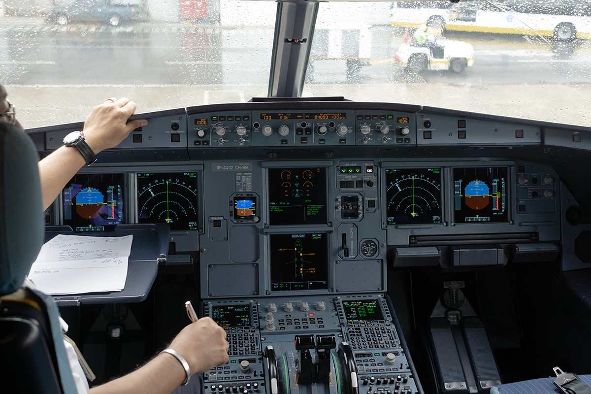 Click image for larger version.  Name:rpc4112cockpit1.jpg Views:27 Size:822.8 KB ID:26633