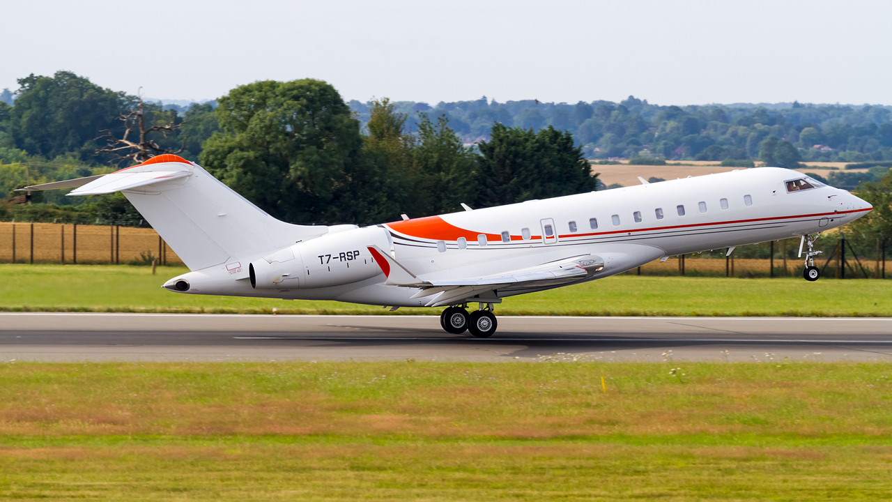 Click image for larger version.  Name:private owner bombardier global 6000 REG- T7-RSP  3.jpg Views:14 Size:607.1 KB ID:26646