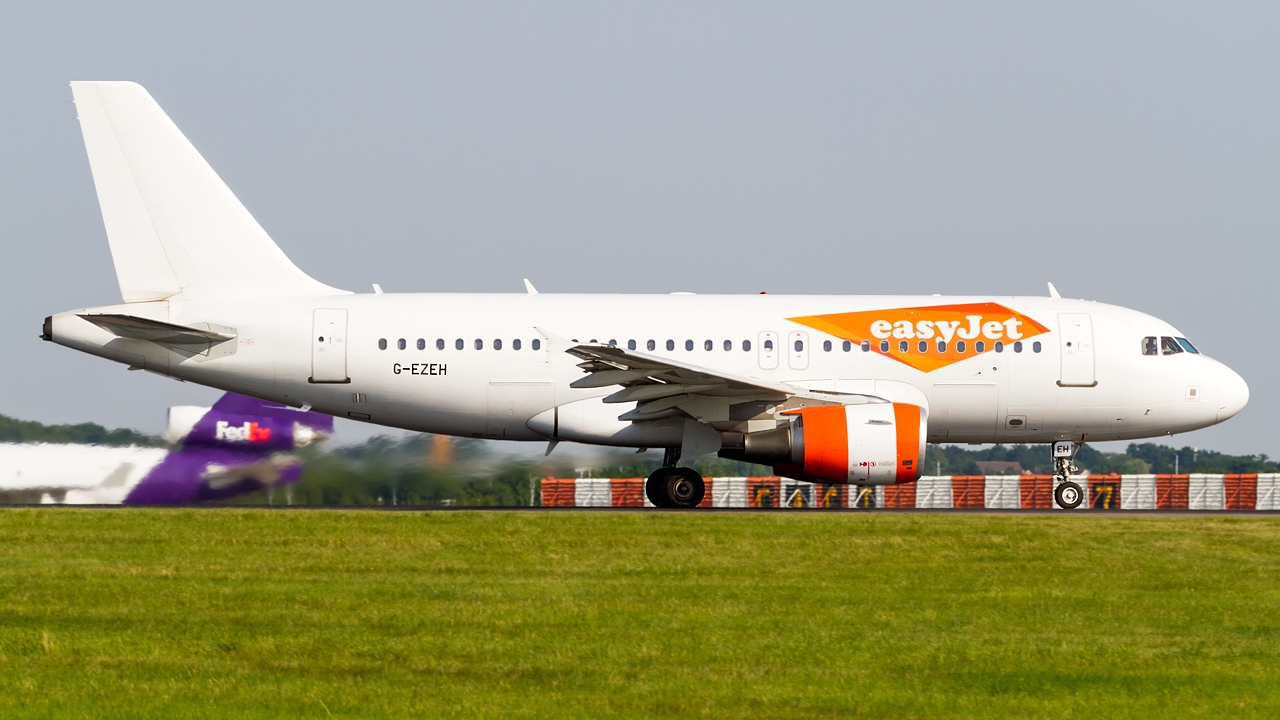 Click image for larger version.  Name:easyjet (special livery) A319-100 REG- G-EZEH.jpg Views:23 Size:548.4 KB ID:26690