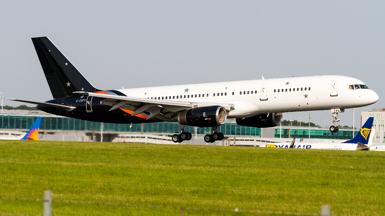 Click image for larger version.  Name:titan airways 757-200 REG- G-ZAPX.jpg Views:23 Size:620.0 KB ID:26693