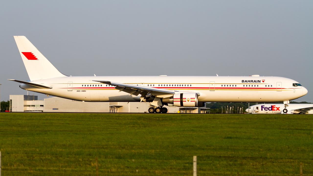 Click image for larger version.  Name:bahrain royal flight 767-400 REG- A9C-HMH.jpg Views:25 Size:585.1 KB ID:26751