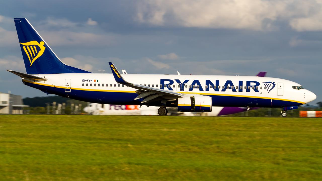 Click image for larger version.  Name:ryanair 737-8 REG- EI-FIV.jpg Views:15 Size:545.1 KB ID:27147