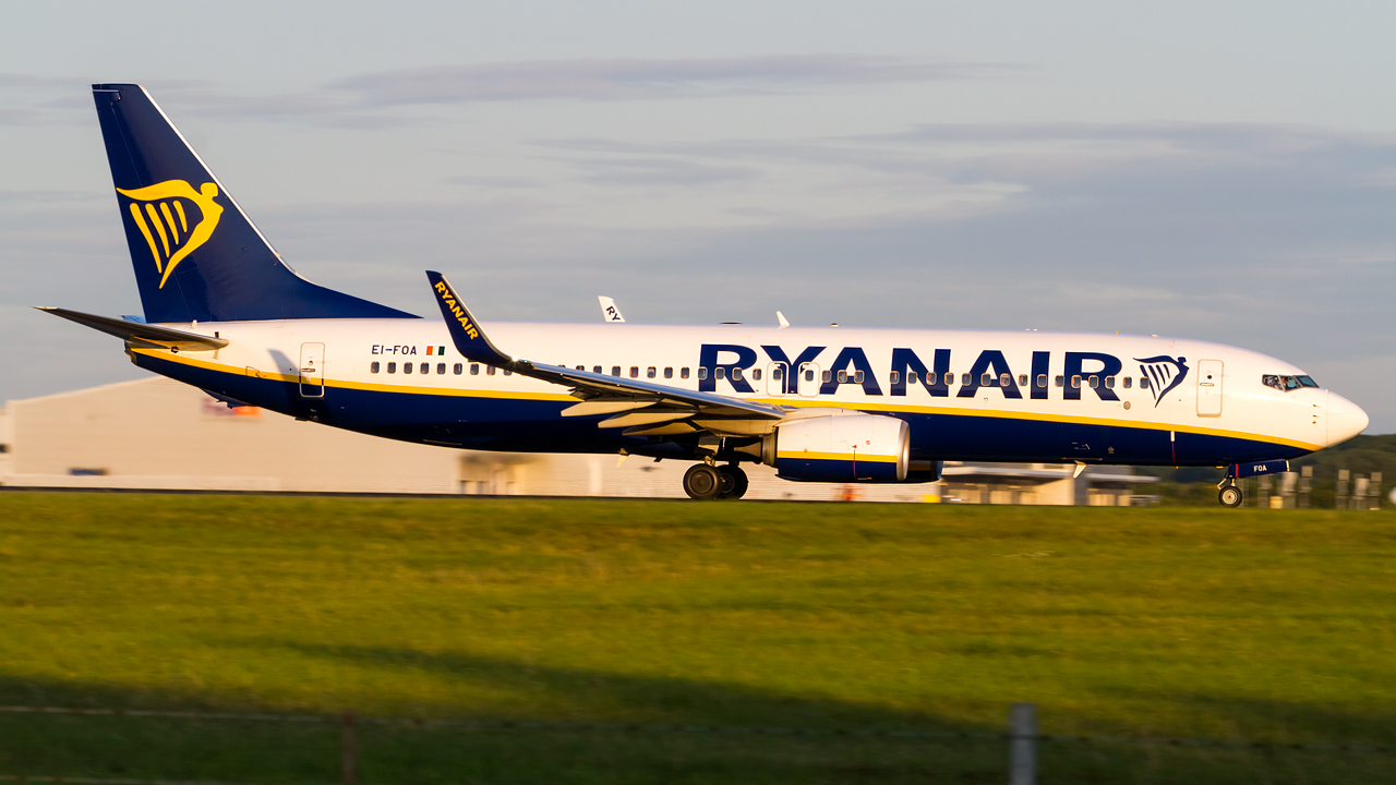 Click image for larger version.  Name:ryanair 737-8 REG- EI-FOA.jpg Views:15 Size:515.1 KB ID:27148