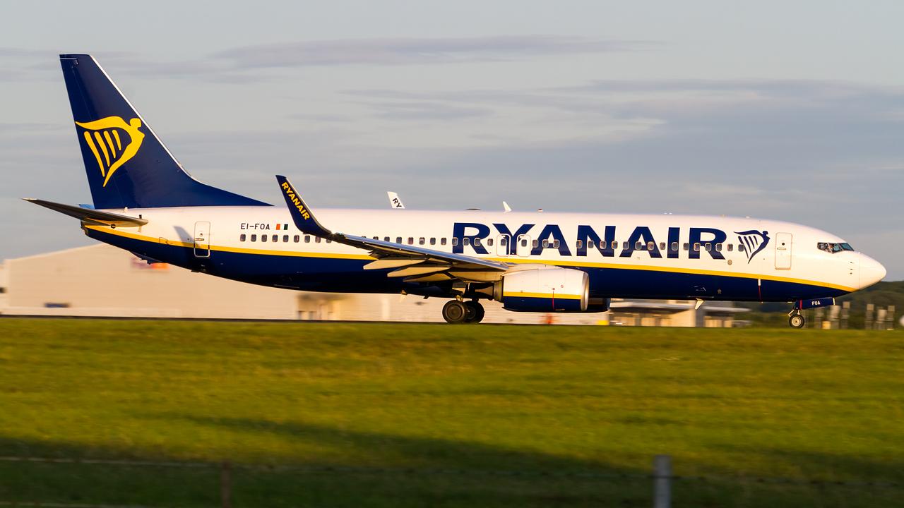 Click image for larger version.  Name:ryanair 737-8 REG- EI-FOA.jpg Views:14 Size:515.1 KB ID:27148