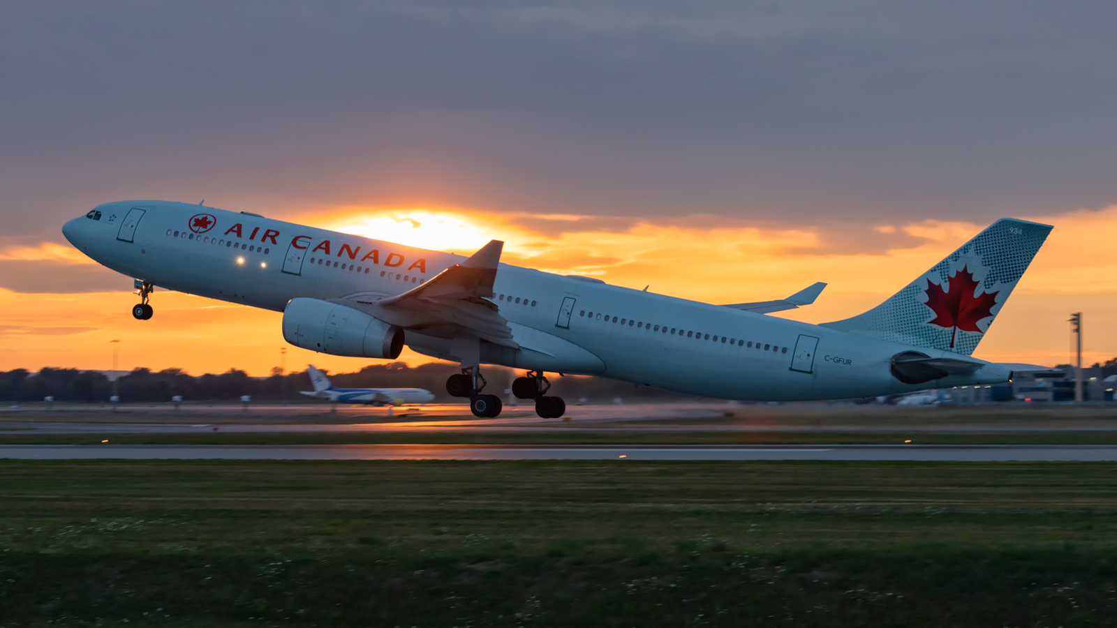 Click image for larger version.  Name:AC-A333-sunset-takeoff-web.jpg Views:32 Size:651.0 KB ID:27176