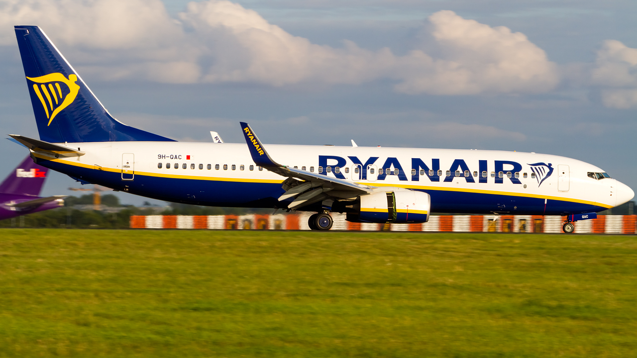 Click image for larger version.  Name:ryanair 737-8 REG- 9H-QAC  2.jpg Views:14 Size:569.7 KB ID:27207