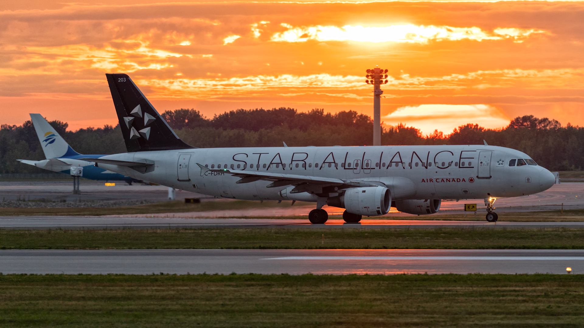 Click image for larger version.  Name:AC-A320---sunset-web.jpg Views:16 Size:1.21 MB ID:27894