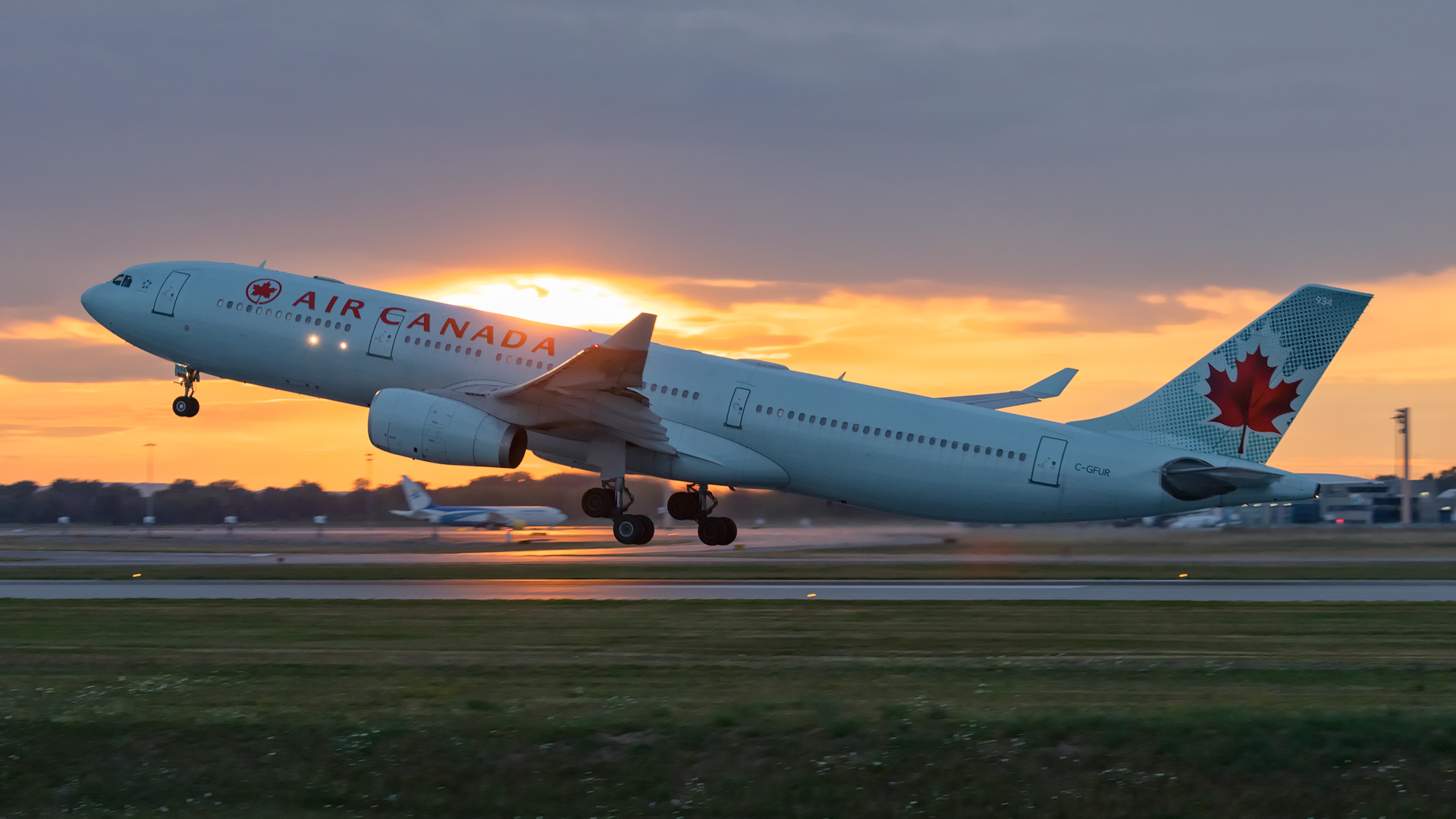 Click image for larger version.  Name:AC-A333-sunset-takeoff-web.jpg Views:13 Size:1.03 MB ID:27896