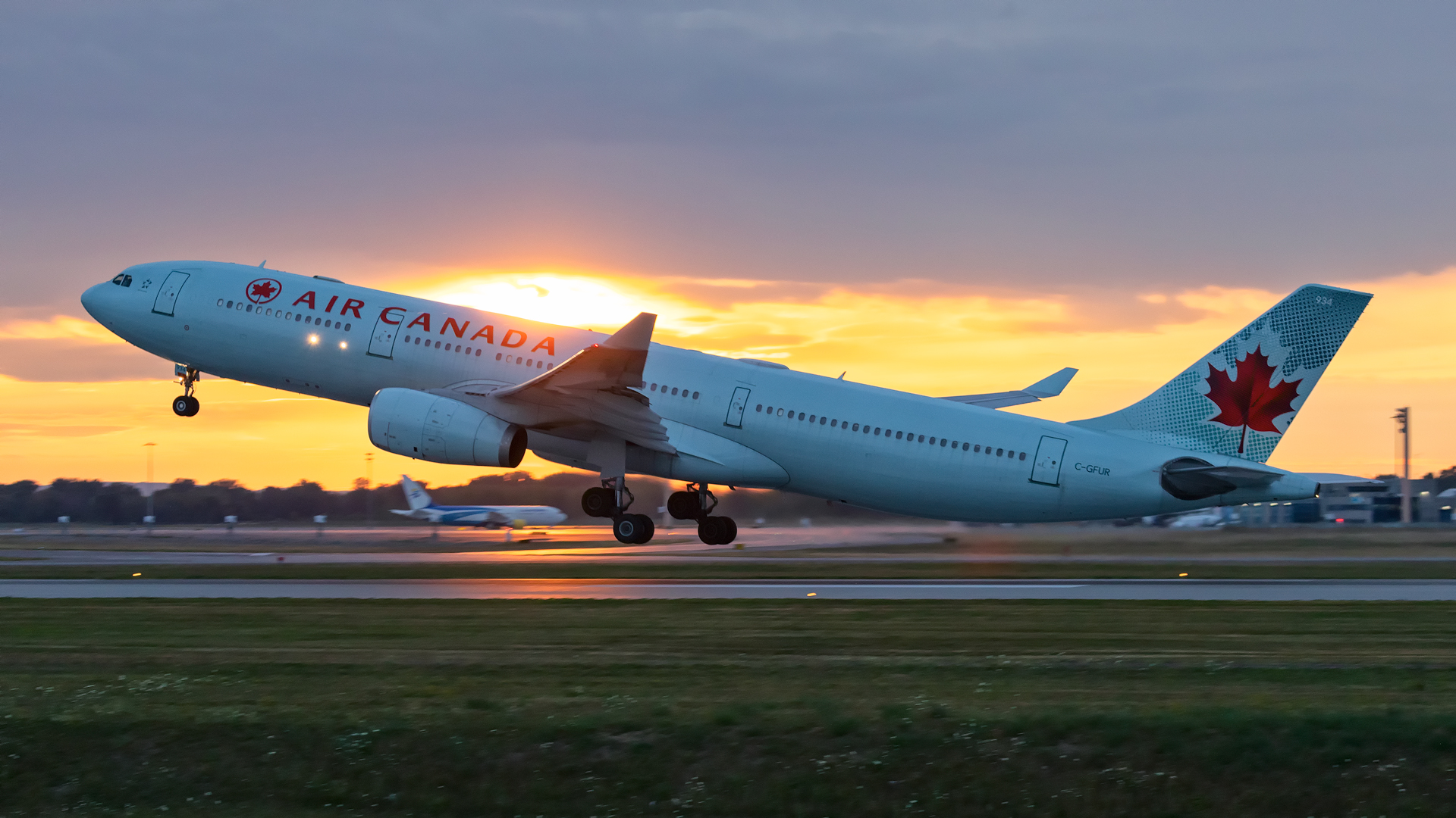 Click image for larger version.  Name:AC-A333-sunset-takeoff-web.jpg Views:21 Size:1.10 MB ID:28183