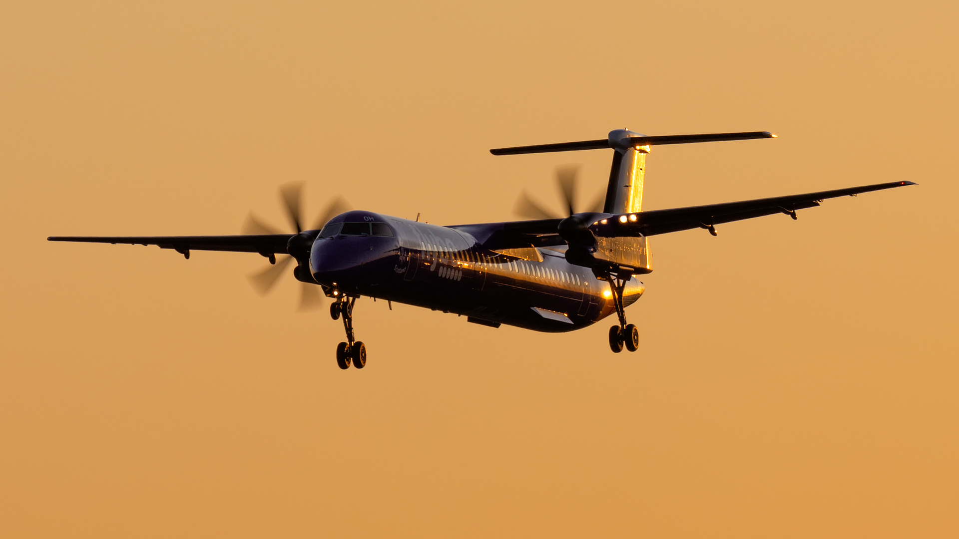 Click image for larger version.  Name:Flybw-G-ECOH-Dash8-sunset.jpg Views:16 Size:768.0 KB ID:28471