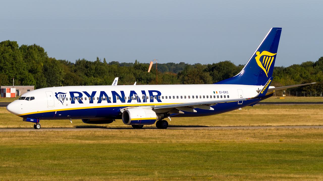 Click image for larger version.  Name:Ryanair 737-8AS REG- EI-EKC.jpg Views:16 Size:709.7 KB ID:28539
