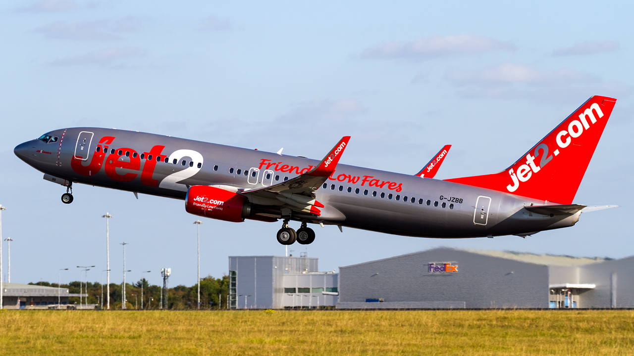 Click image for larger version.  Name:Jet2 737-8MG REG- G-JZBB.jpg Views:13 Size:563.2 KB ID:28660