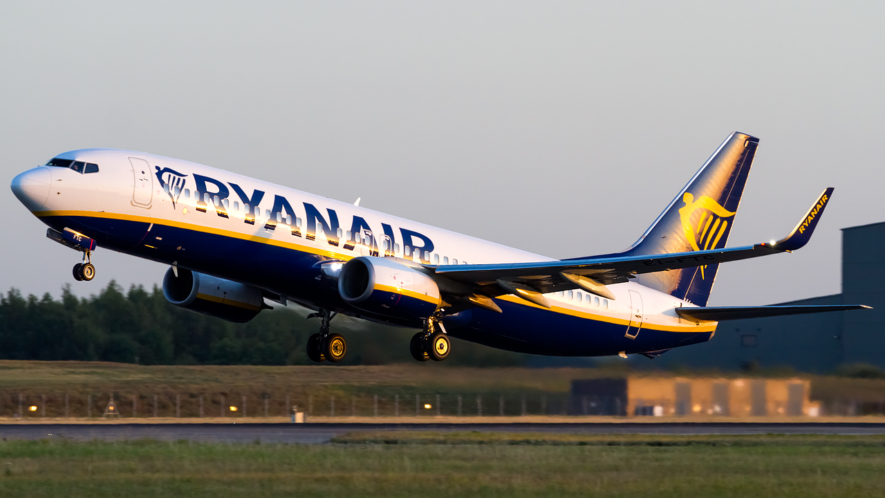 Click image for larger version.  Name:Ryanair 737-8AS REG- EI-FTC.jpg Views:17 Size:509.9 KB ID:28662