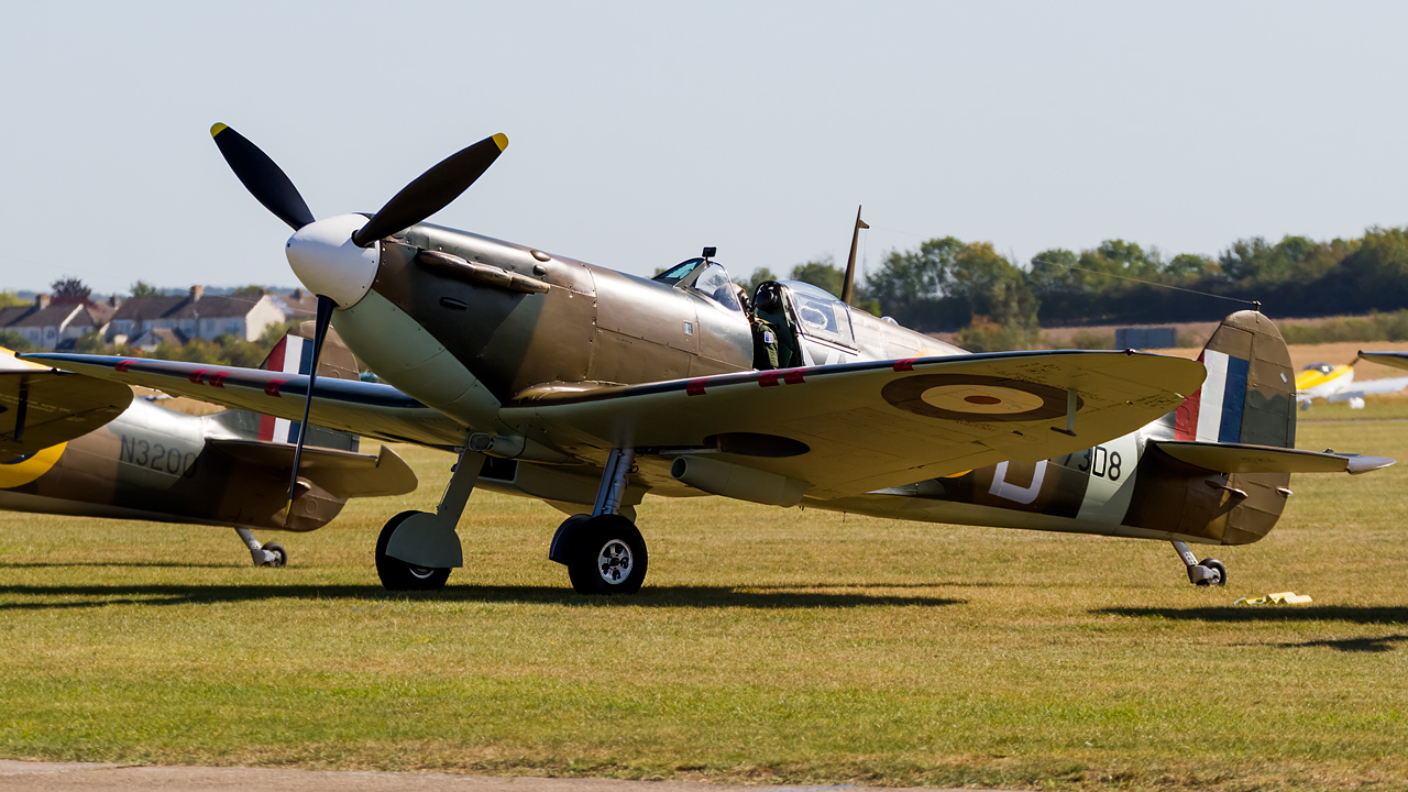 Click image for larger version.  Name:private owner Supermarine Spitfire Mk.1 REG- G-AIST.jpg Views:18 Size:714.5 KB ID:28702
